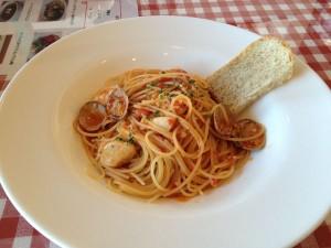 イタリア食堂 魚介のトマトソースのスパゲティ